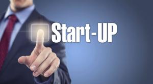 Mann tippt auf Interface Start-Up